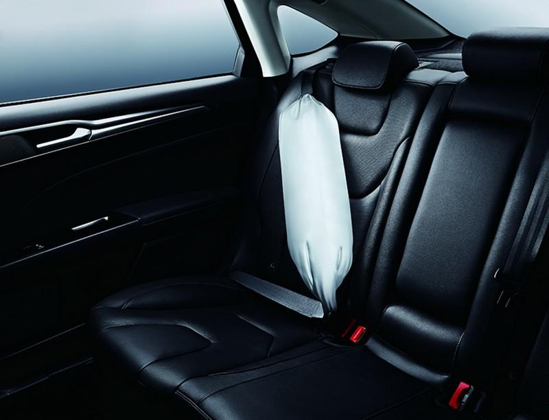 Ford New Mondeo Advanced Hybrid標配「後座雙側安全帶SRS輔助氣囊」,透過安全帶與SRS輔助氣囊的結合,可減少緊急狀況下安全帶對人體產生的緊縛傷害。