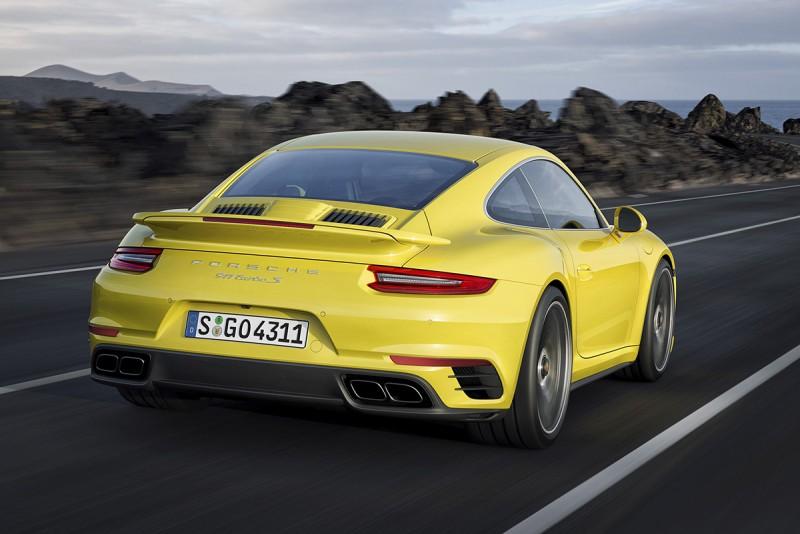 動力更強的911 Turbo S,可輸出580匹最大馬力,極速高達330km/h。