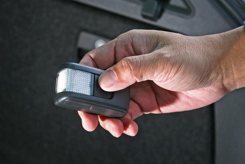 行李廂中的照明設施,拿起來就成為方便實用的手電筒。