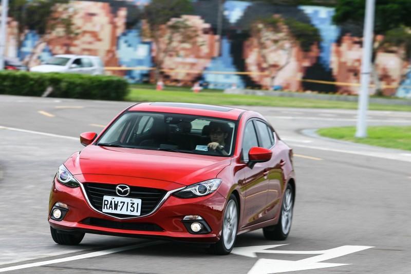 充分導入人馬一體操控感,Mazda3表現僅次於Focus。