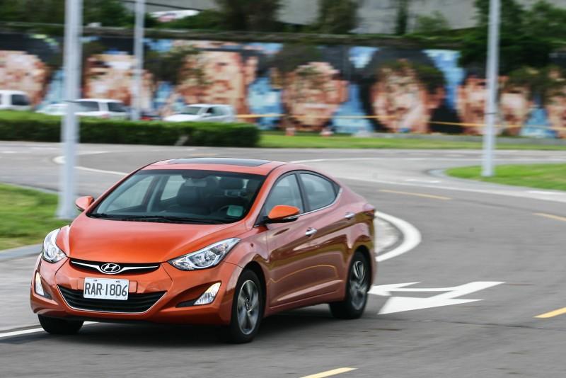 不顯老態,Hyundai Elantra以先天格局取得優勢。