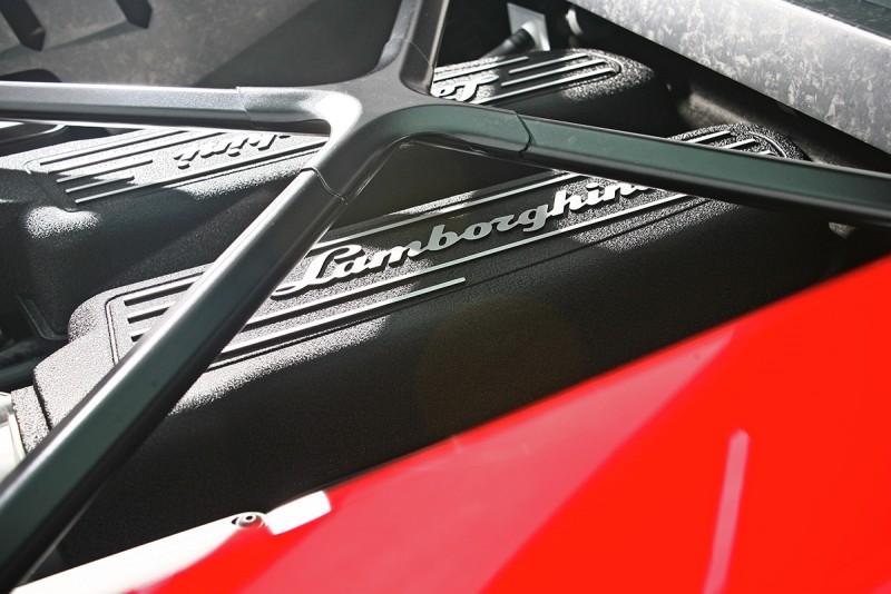 V10引擎就這麼靜靜擺置,仍舊讓人愛不釋手。