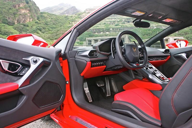 如此風景迎接你,還有什麼比坐進去發動引擎更加重要?