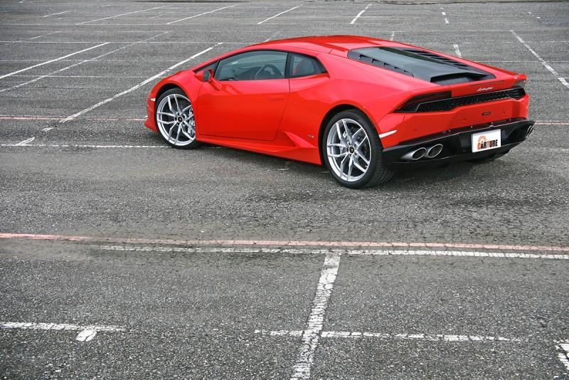 很少有車這麼好拍的,什麼角度、什麼背景都能自成風景。
