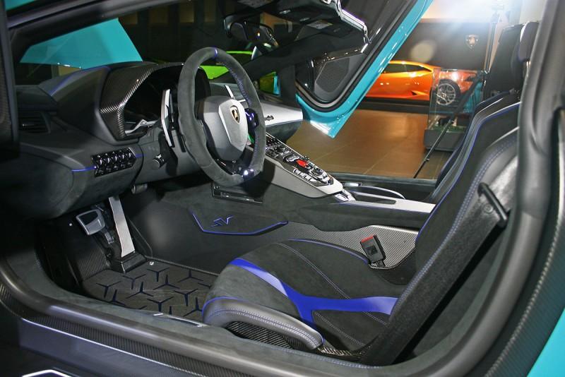 車室內選上了一系列的客製化配件。