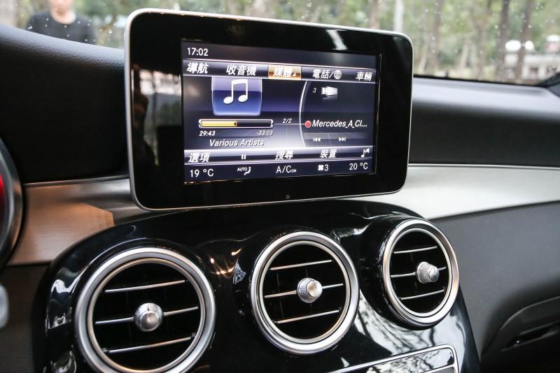 Audio 20音響規格整合7吋TFT螢幕,搭配COMAND操作介面,雖然以全中文呈現,但操作邏輯一開始仍需要適應一番。