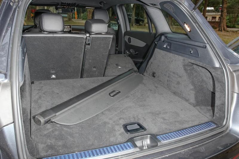 受惠於後座椅背的前傾機制,讓後廂容積可於550~1600公升間彈性調整。