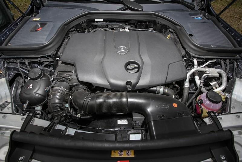 GLC 220d 4Matic搭載2.2升直列四缸柴油引擎,具備170hp/400Nm動力輸出,搭配九速手自排變速系統,將柴油引擎的雄厚扭力轉換成綿密的加速力道。