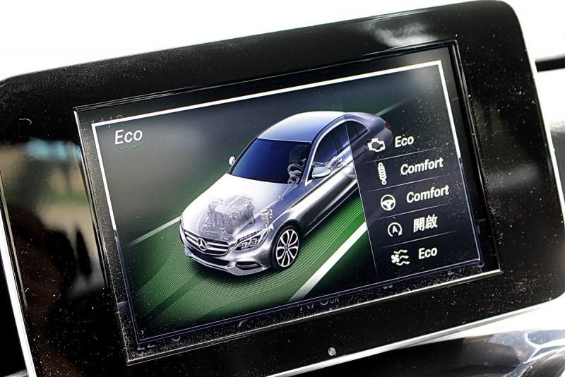 標配的DYNAMIC SELECT控制系統具有五種駕駛模式可供選擇
