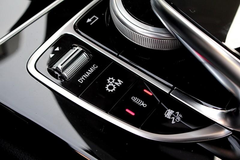 除了駕駛模式外,手排模式、懸吊軟硬與電子車身穩定系統也都能自行選擇