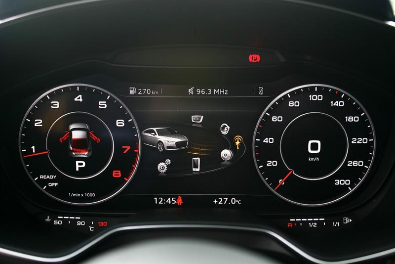 電子式大尺寸虛擬儀錶,因此得以迅速變更不同顯示介面。