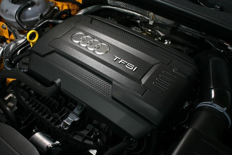 2.0升渦輪增壓引擎可釋放230匹最大馬力,飽滿的勁道很難叫人不滿足。