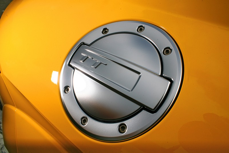 傳承而來的外露式油箱蓋設計,漂亮精緻宛若精品。