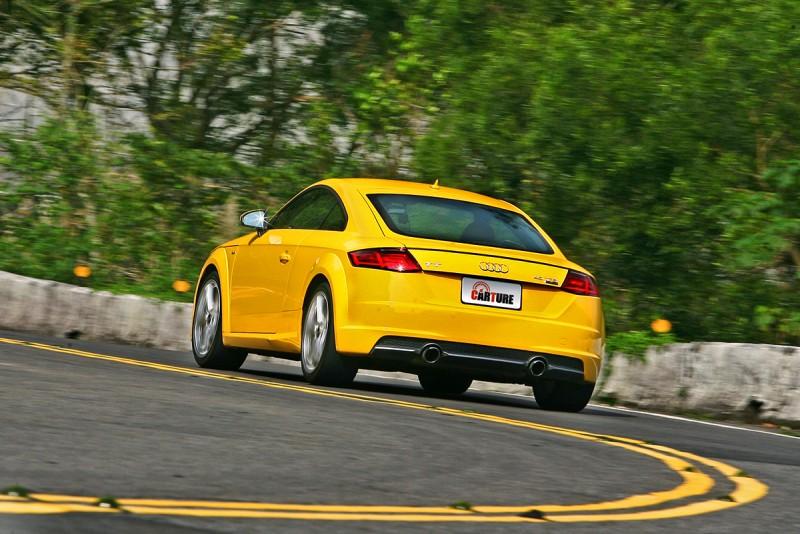 急彎中車尾靈活度更加精彩,新世代quattro的調校功力越來越有看頭!
