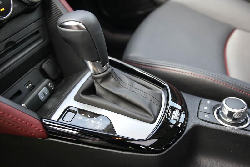 配置SKYACTIV-DRIVE 6速手自排變速箱,後方配置SPORT運動模式。