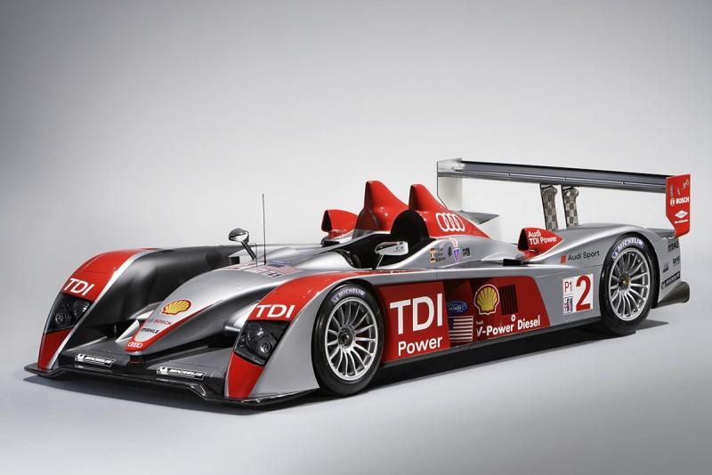 2006年登場旋即奪下當年利曼冠軍金盃的Audi R10 TDI賽車,同樣身懷柴油動力科技結晶。