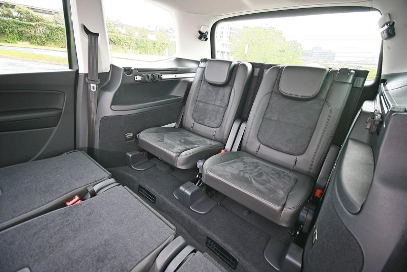 最後的兩張座椅高度與角度也不錯,成人入座已屬舒適。