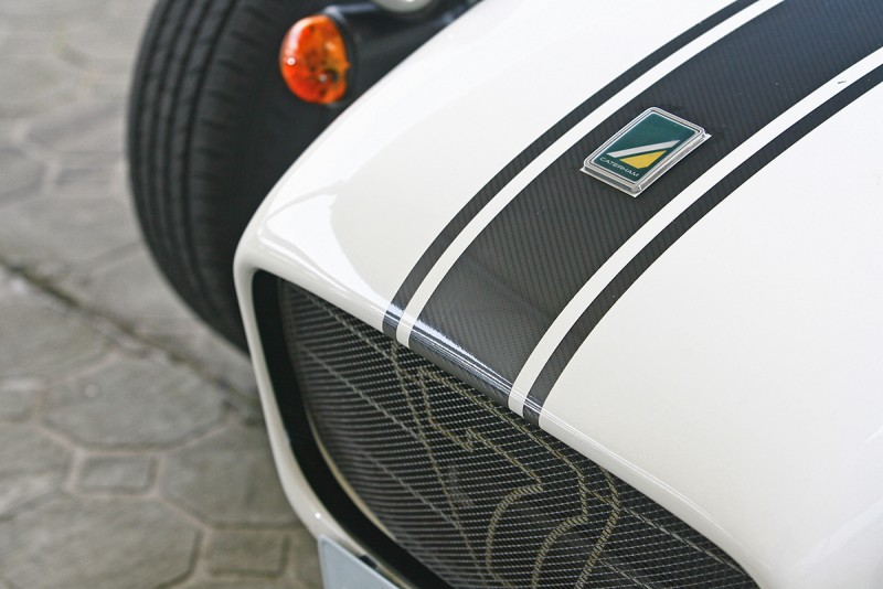 水箱護罩上,清晰刻印著Superlight 120源自Lotus 7的血統。