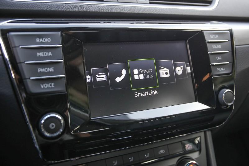 「BOLERO」6.5吋彩色觸控MIB多媒體資訊娛樂系統與Smart Link智慧型裝置互聯系統套件為中控台的控制介面重點。