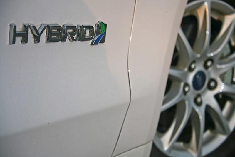 既然有長途體驗的機會,當然想找輛強調節能的Hybrid車款來看看是否油耗真那麼厲害,連續開上幾天有沒有什麼地方可能違和。
