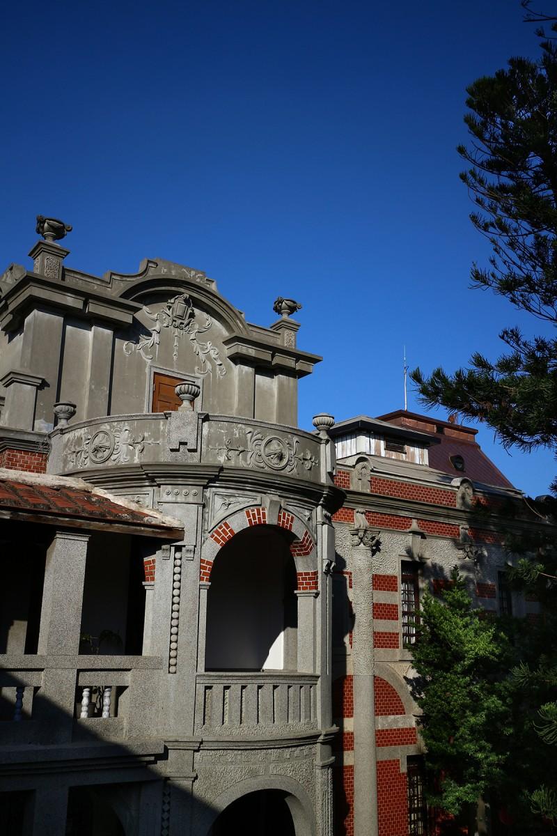 這次我們還走訪了鹿港民俗文物館,也就是辜家老宅所改建的古蹟園區,裡頭無論舊台式豪宅的規劃與建築,或是保留下的過往文物與生活遺跡,都是行程裡值得咀嚼再三的好風景。