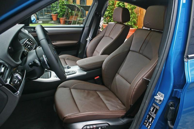 深棕色座椅質感相當優異,呈現出車迷最愛的奢華運動風。