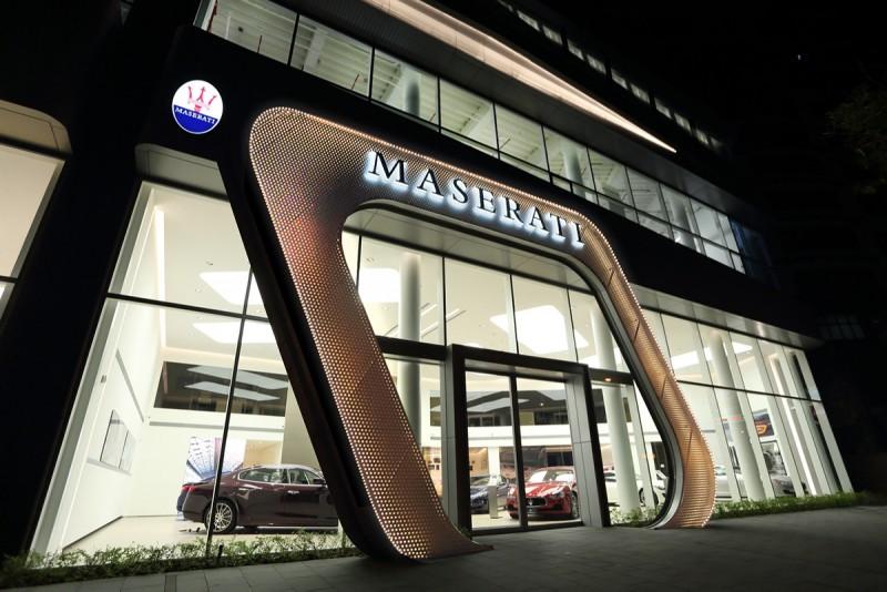 斥資新台幣六億元打造全新Maserati Taiwan臺北旗艦售後服務暨展示中心,座落於內湖科技園區,超過1700坪的寬闊服務廠區,可同時讓26部車進行保修服務,更特別設置零件中心,零件總值7000萬,供應率更可達90%。