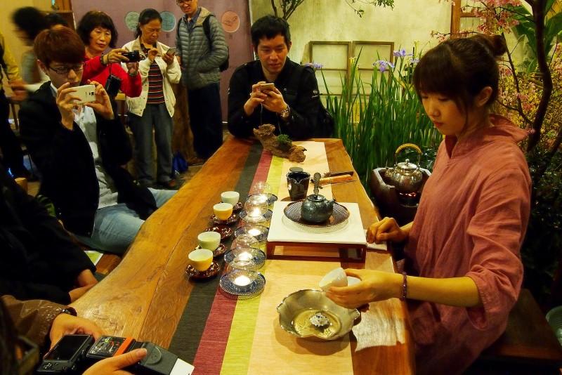 搏茶會現場能喝到來自阿里山,入口有如百花爭妍的頂級好茶