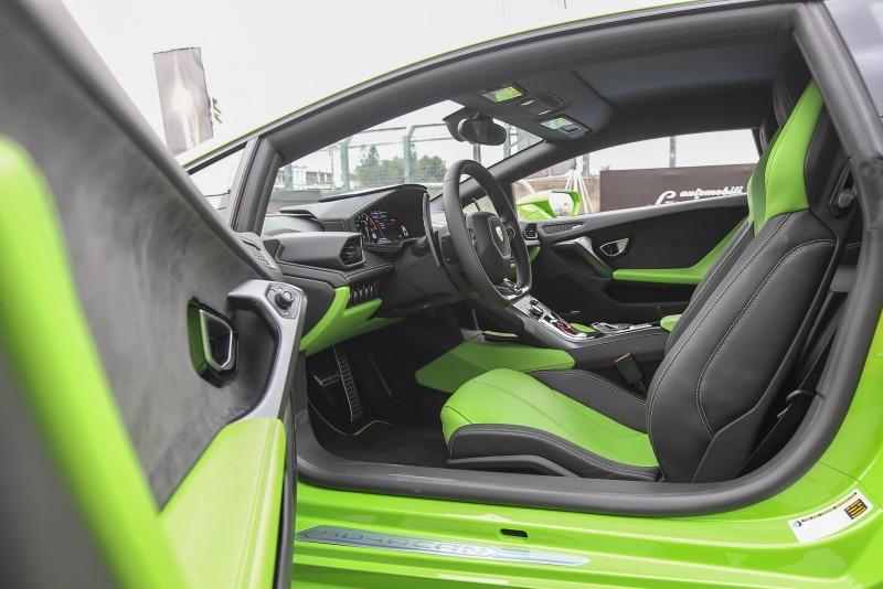 座艙內的格局大抵相同,以銳利且前衛的風格展現專屬性能魅力。