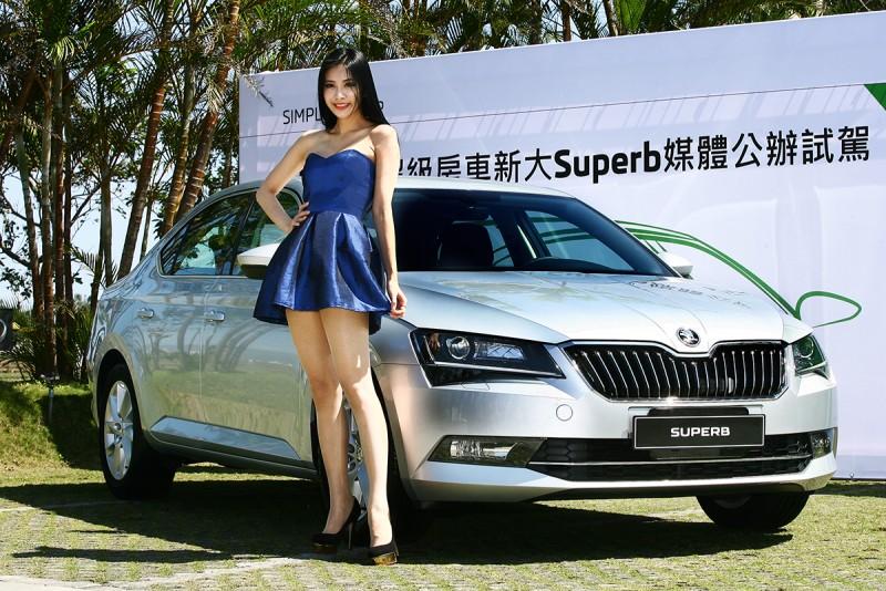 與國產中大型房車價位極其接近的Superb 1.4 TSI,各方面幾乎都可完勝同級對手。