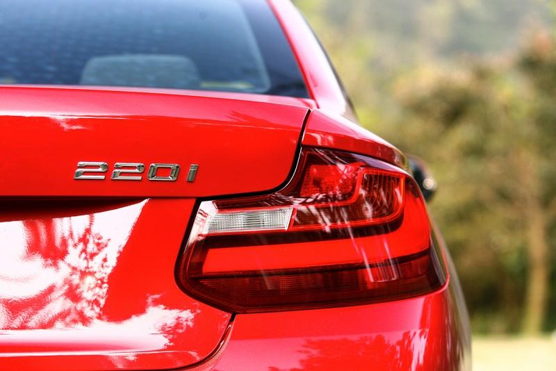 現在220i Coupe,也有了手排版本可以選擇,售價則為172萬元。