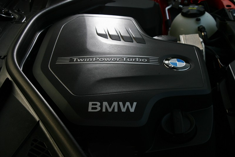 184hp與27.5kgm輸出,配上這具手排變速箱後只能稱得上好開。