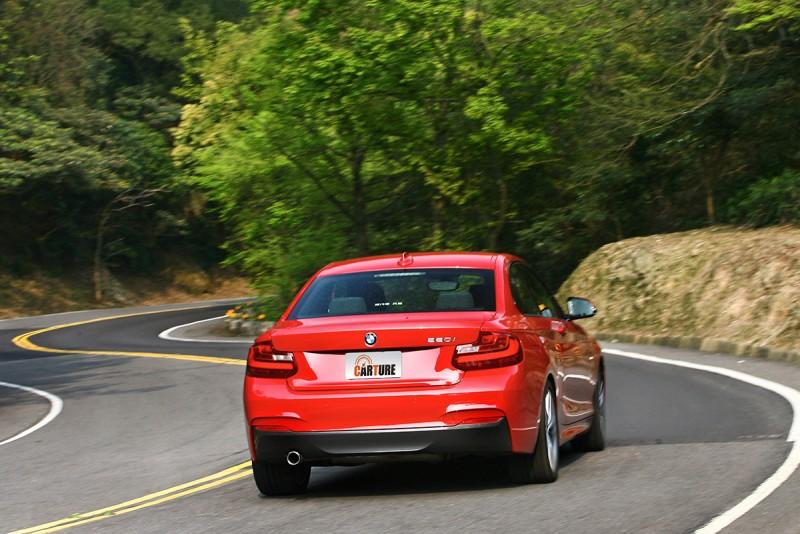無論如何,如果不是期望太高,BMW 220i Coupe M Sport終究是輛快車,無論直線或彎道皆然。