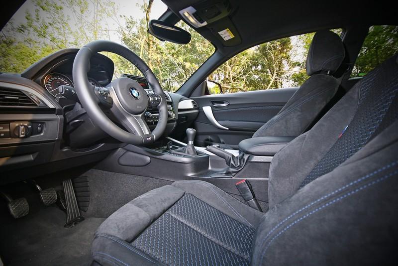 座艙也以更具運動化樣貌示人,駕駛介面設定得相當棒!