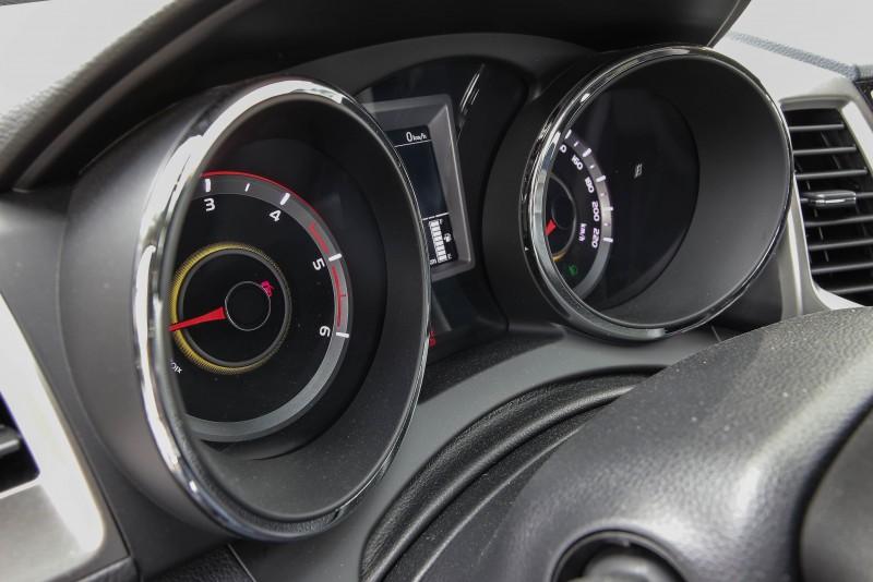 飛航儀表板提供六種背光源顏色供切換。