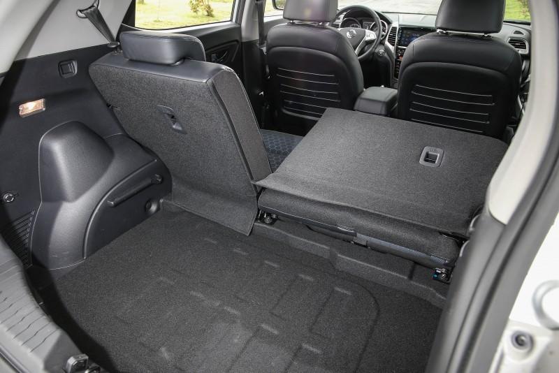 一般乘坐狀態時後廂容積可達423公升,可透過後座椅背傾倒擴充,但無形成平整置物平台實屬可惜。
