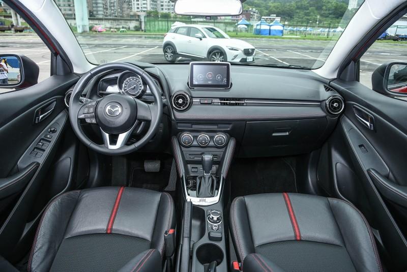 基於相同的底盤基礎,兩者的座艙設計與空間表現也十分相近。