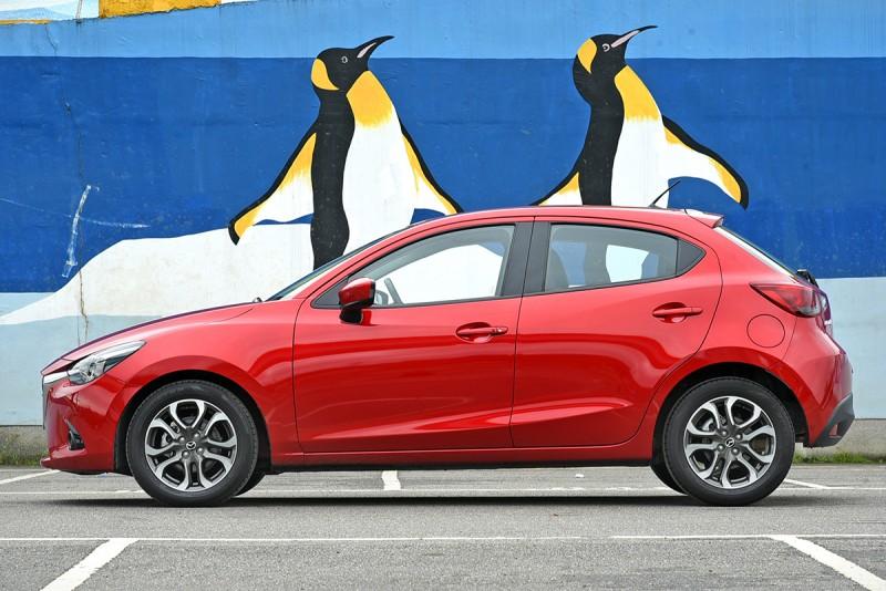 魂動紅的Mazda 2嬌小靈動,無時無刻不傳遞出蓄勢待發的青春悸動。