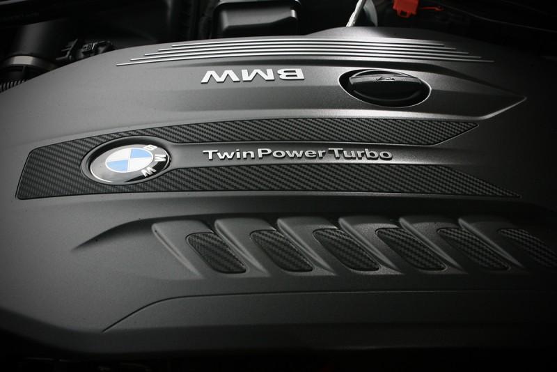 3.0升直六柴油引擎運作算得上細膩精緻,無愧高級旗艦姿態。