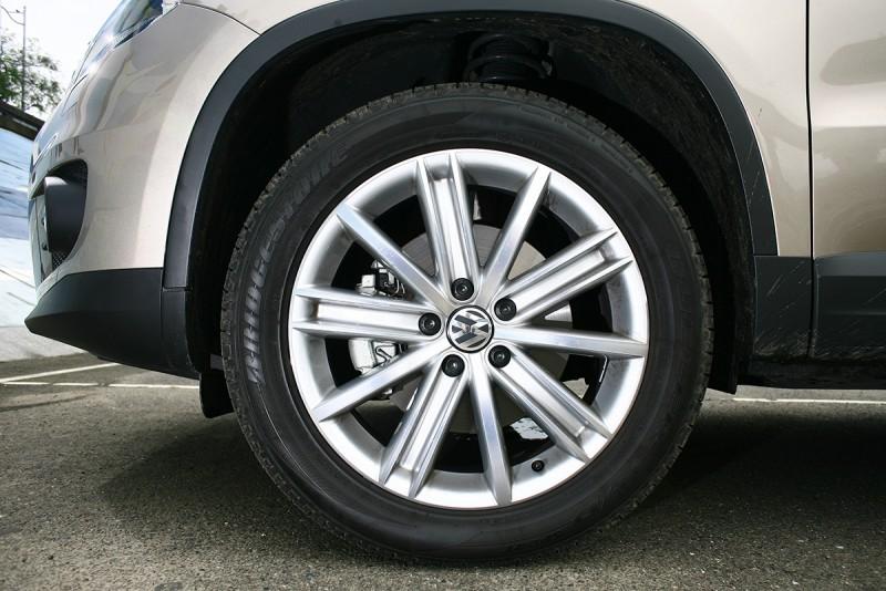 安裝18吋「New York」鋁合金輪圈,雖然輪胎價值也因此水漲船高,但視覺面的升級絕對讓人滿意。