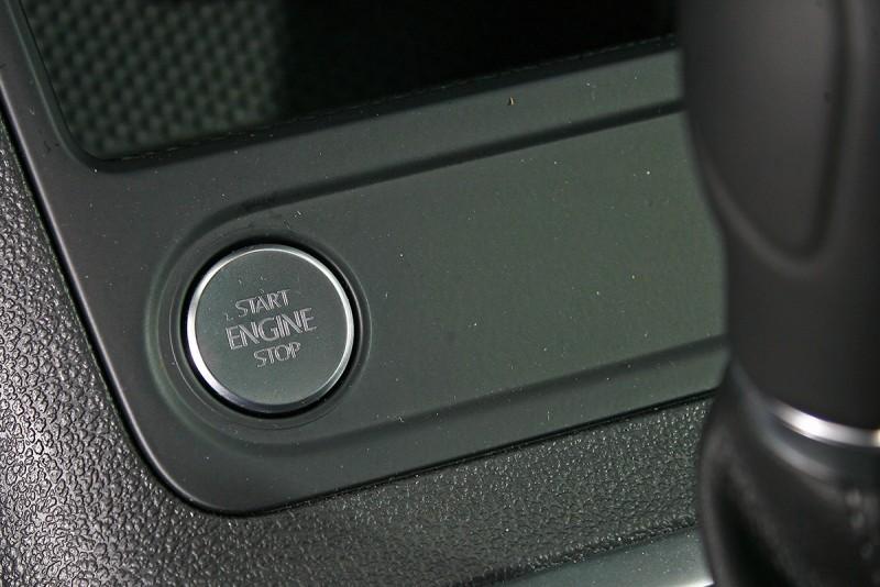 Keyless免鑰匙系統也為標準配備之一。