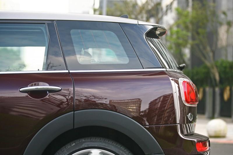 基本上Mini Clubman可視之為Mini Hatch的旅行車版本。