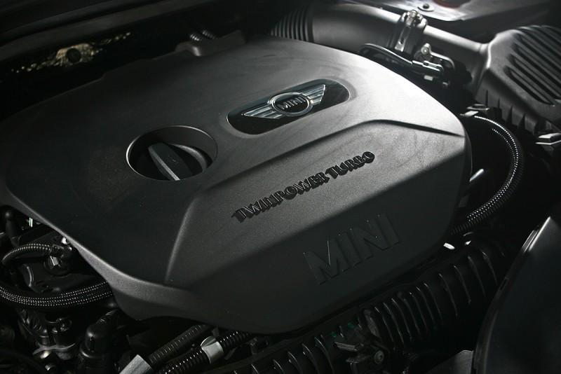 始自1250轉的28.6kgm扭力,推動車身幾無窒礙。