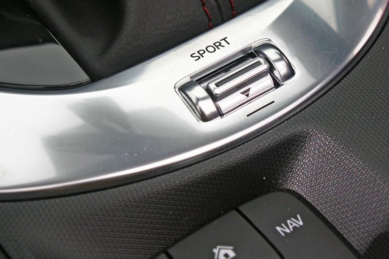 駕馭模式可調,對應跑車身份理所當然。