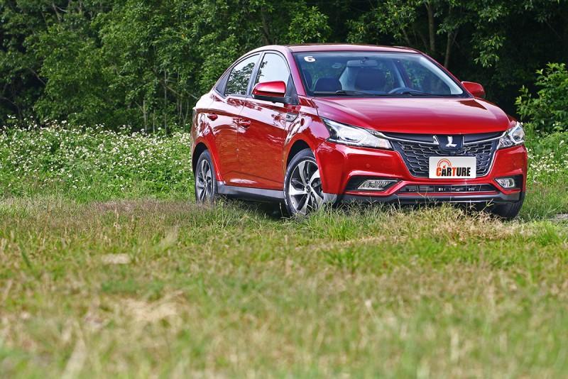 這次S3的車色都選得相當不錯,富層次感的銀粉車漆更襯得新車質感非凡。