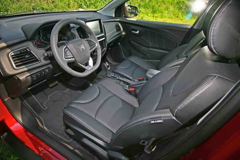 打開車門,說真的,S3的內裝質感表現還頗令人訝異讚嘆!