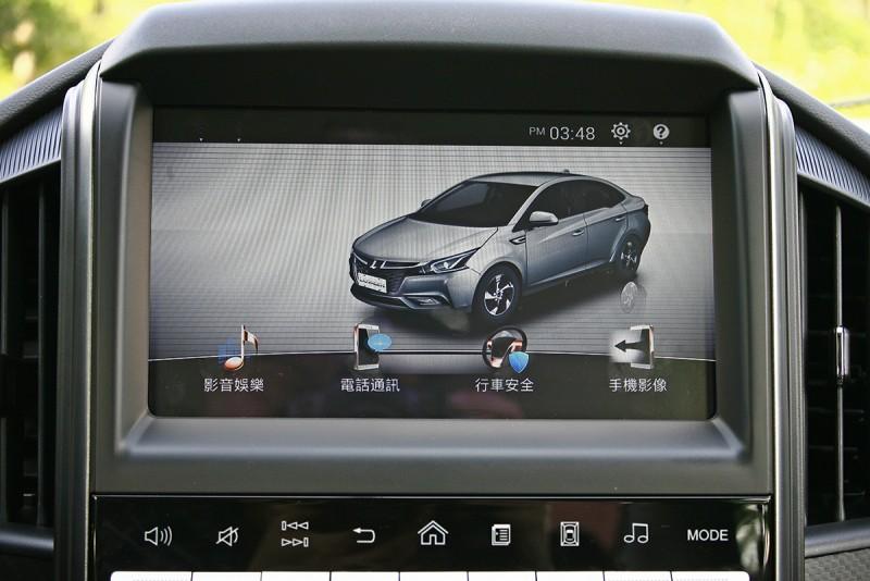 中控台中央雖然不如S3 EV+有著超級大的直幅螢幕,但依舊以九吋觸控介面有效提升科技感度。