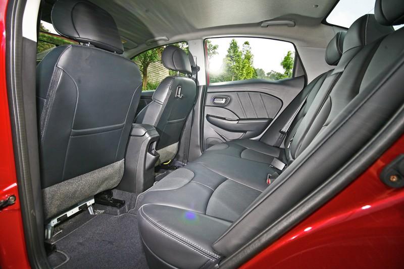 後座更是S3的精彩之處,空間與乘坐舒適性甚至堪比C Segment中型房車等級。
