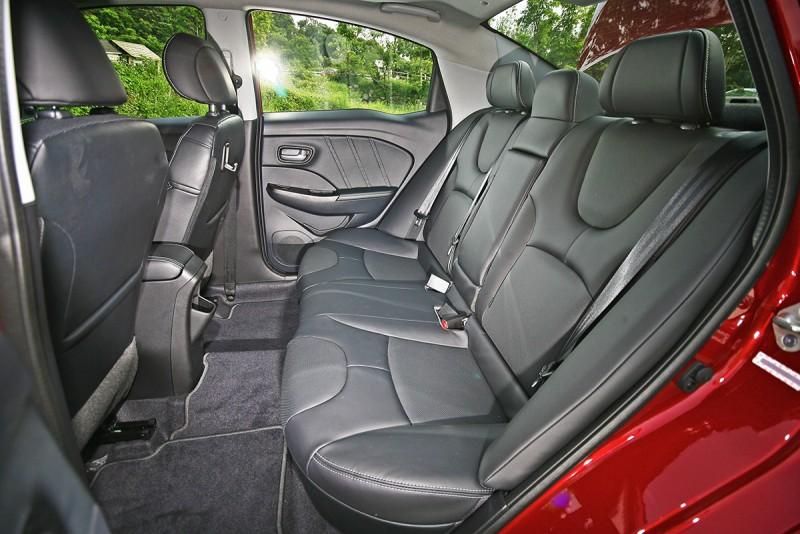 換個角度,S3的後座坐起來,甚至比看起來還要更加寬敞!