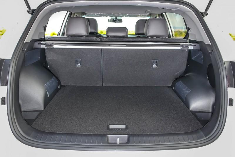 標準乘坐時後廂容積為491公升。